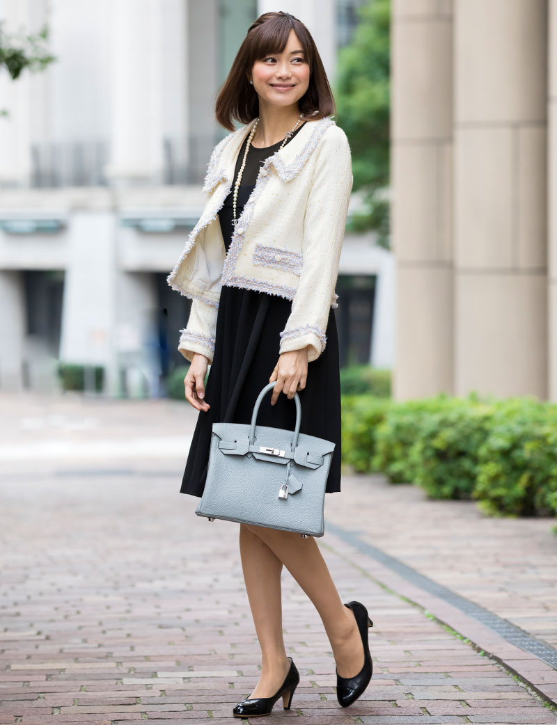 女性らしく優しい雰囲気の授乳服ドレス