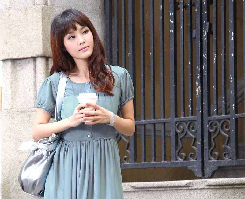 授乳服ロングマキシ丈ワンピのブルーアップ