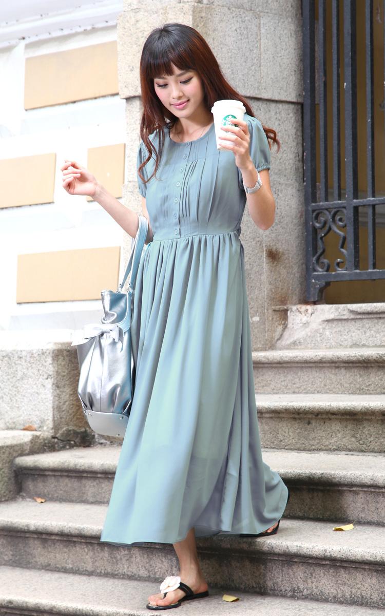 授乳服ロングマキシ丈ワンピの外での着用画像