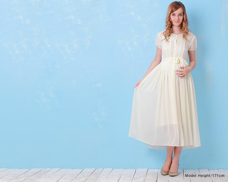 授乳服ロングマキシ丈ワンピのホワイト着用画像