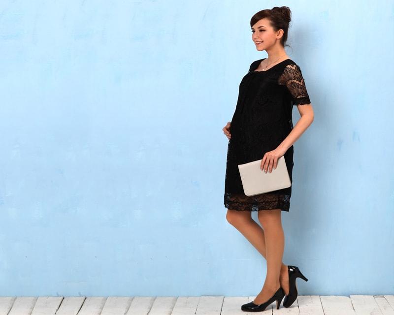 妊婦さんのおなかもすっきり見せるマタニティドレス