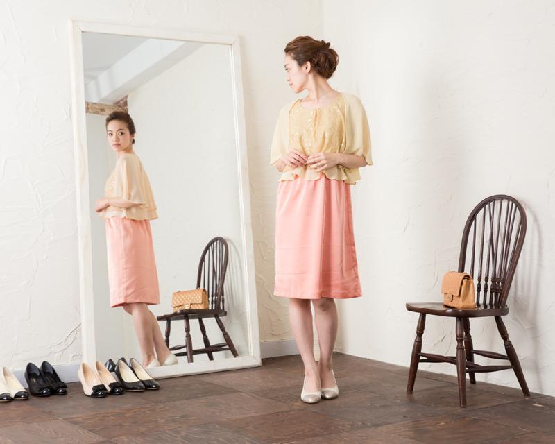 おでかけにわくわくできそうな華やかな授乳服ドレス