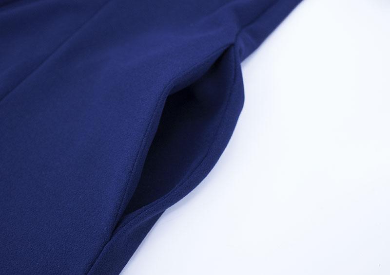 ワンピでは珍しいポケット付き