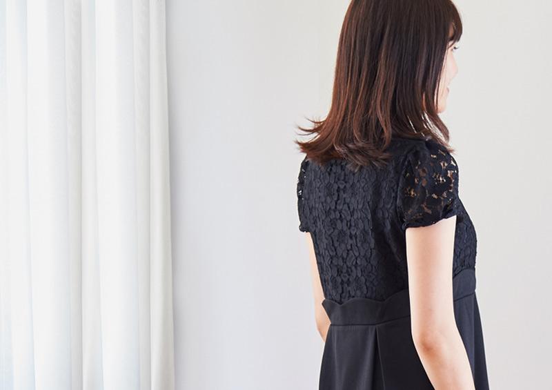 繊細なレースの授乳服ドレス