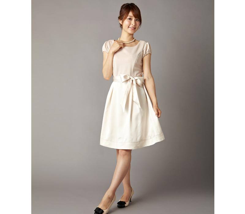 女性らしい華やかな印象の授乳服ドレス