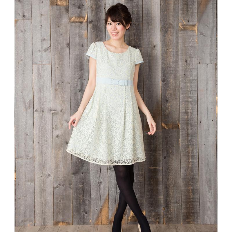 女性らしい優しい雰囲気の授乳服ワンピース