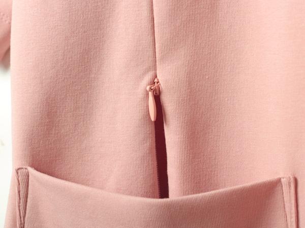 ポケットに隠れるファスナーヘッド
