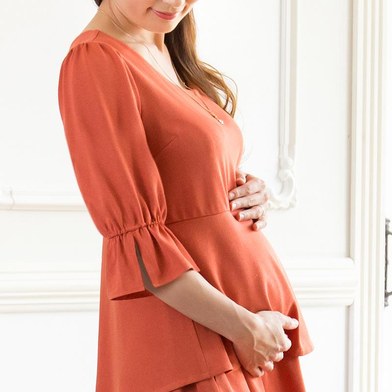 妊娠中のお腹もすっぽりつつむマタニティウェアワンピース