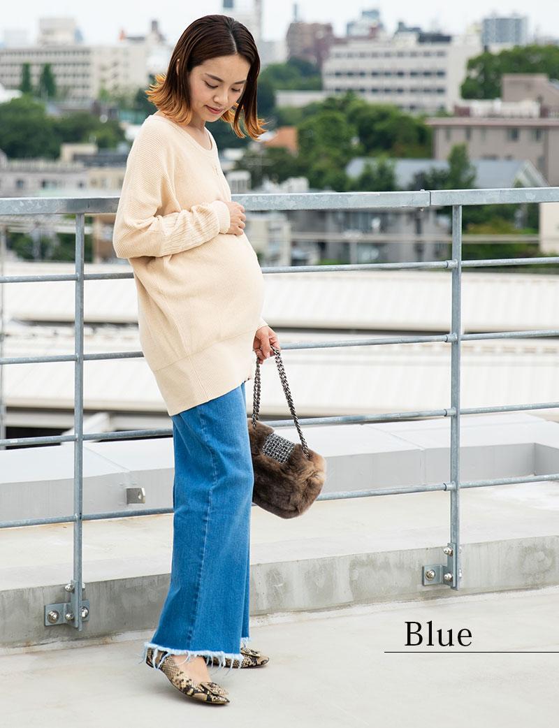 ワイドデニムパンツ、ブルー着用