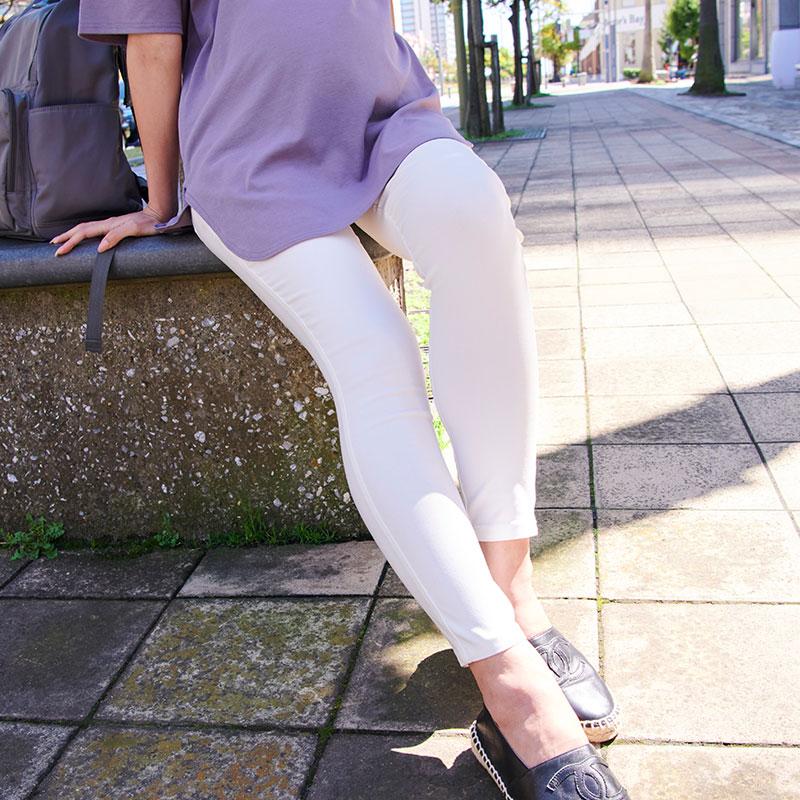 マタニティ スキニー ホワイトパンツ モデル着用イメージ