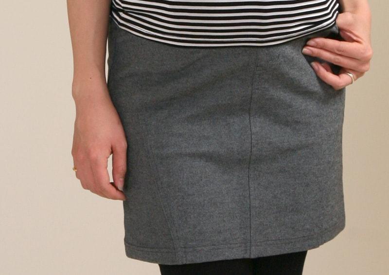 タイトスカートだけどレギンス付きなら使いやすい!