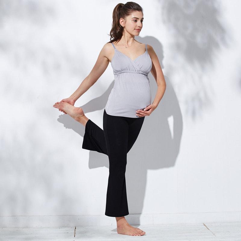 妊娠中のヨガはマタニティパンツで