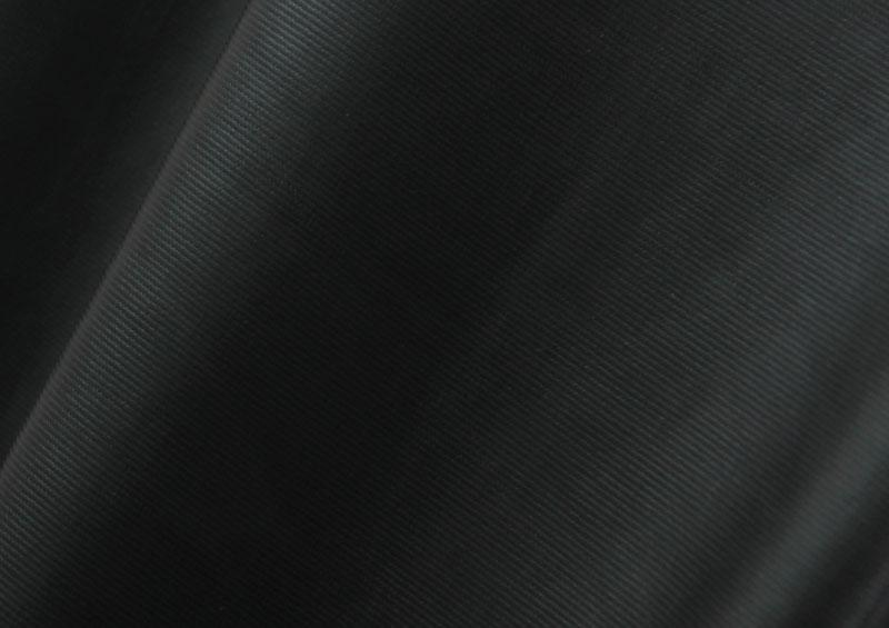 伸縮性抜群のレザー調生地