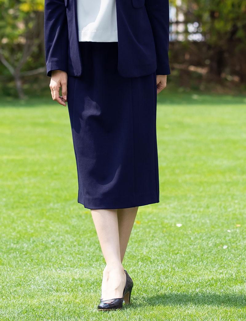 セミロングタイトのマタニティスカート