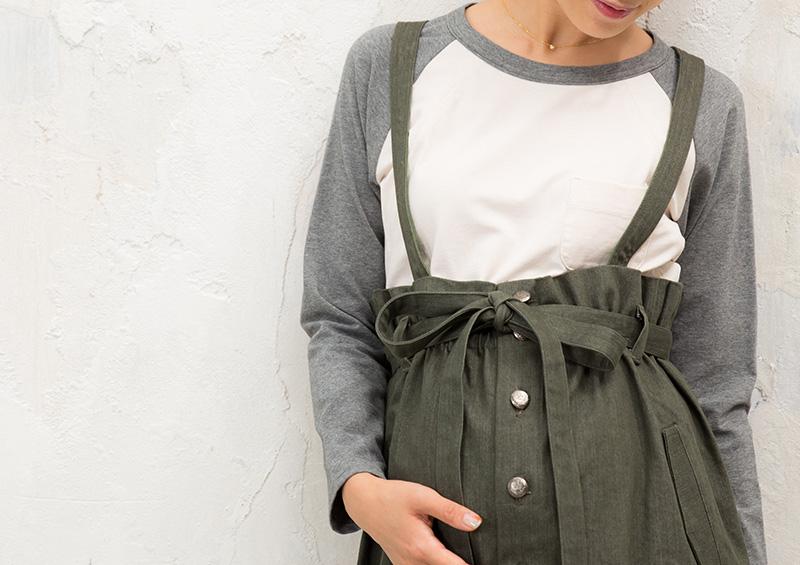 妊婦さんのお腹をすっぽり包むマタニティスカート
