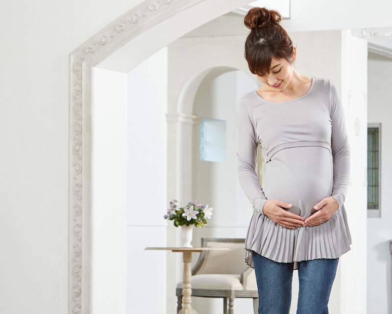 妊娠中のお腹もすっぽり包むマタニティウェアトップス