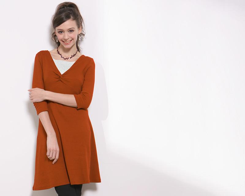 すっきり着やせシルエットの授乳服ワンピオレンジカラー