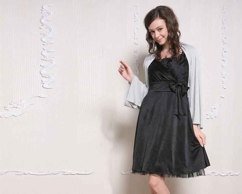 ブラック授乳服ドレスの着用イメージ