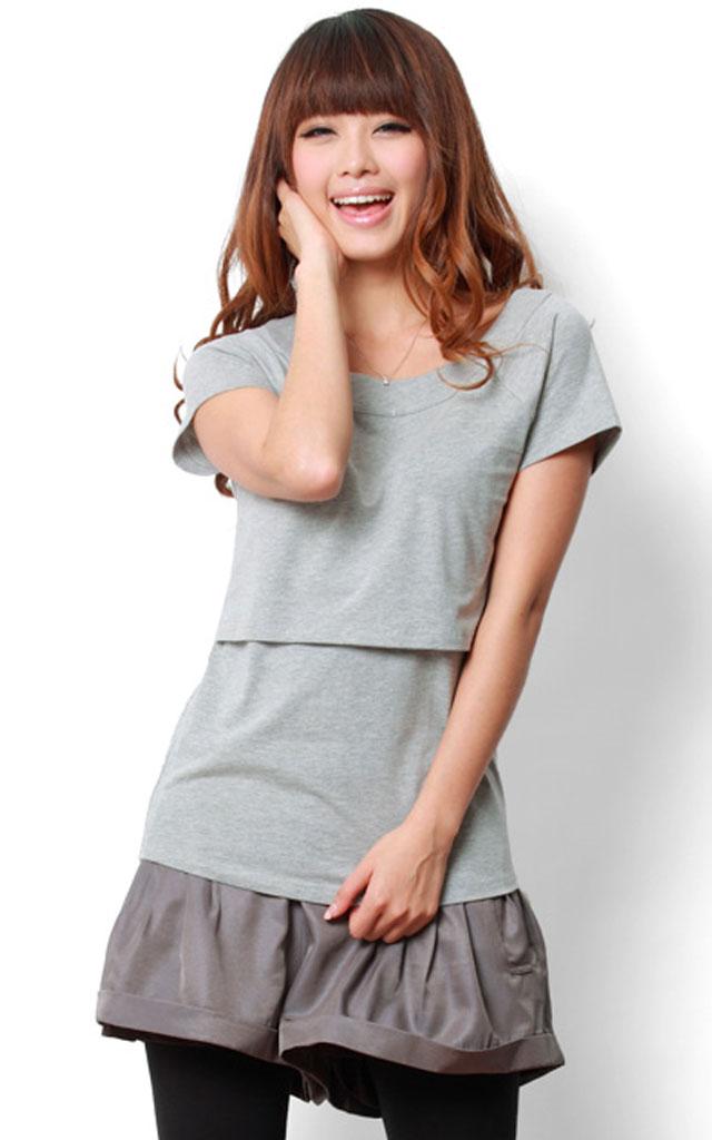 どんなアイテムとも合わせやすいシンプルな授乳服トップス