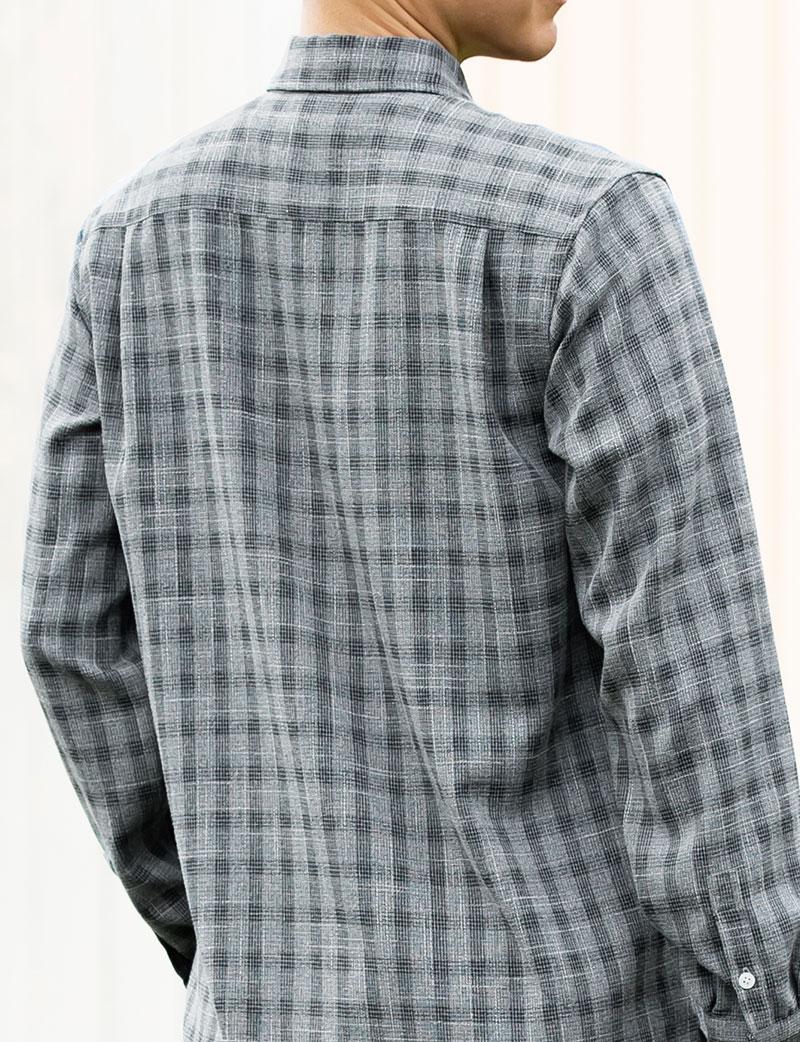 飽きのこないチェック柄 メンズシャツ 素材感